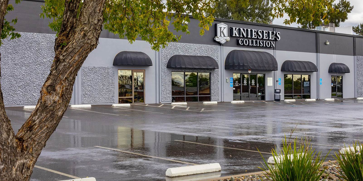 kniesels collision power inn location